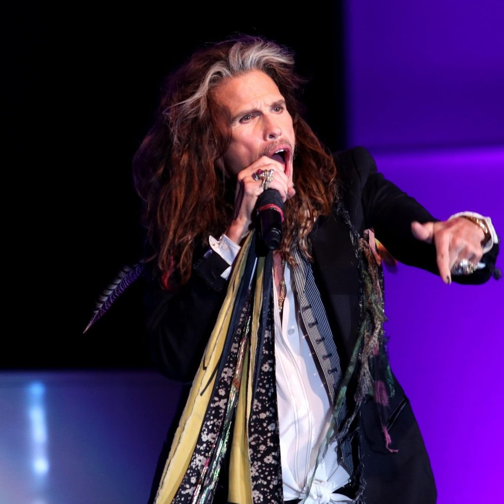 video steven tyler s first performance since canceled aerosmith tour dates. Black Bedroom Furniture Sets. Home Design Ideas